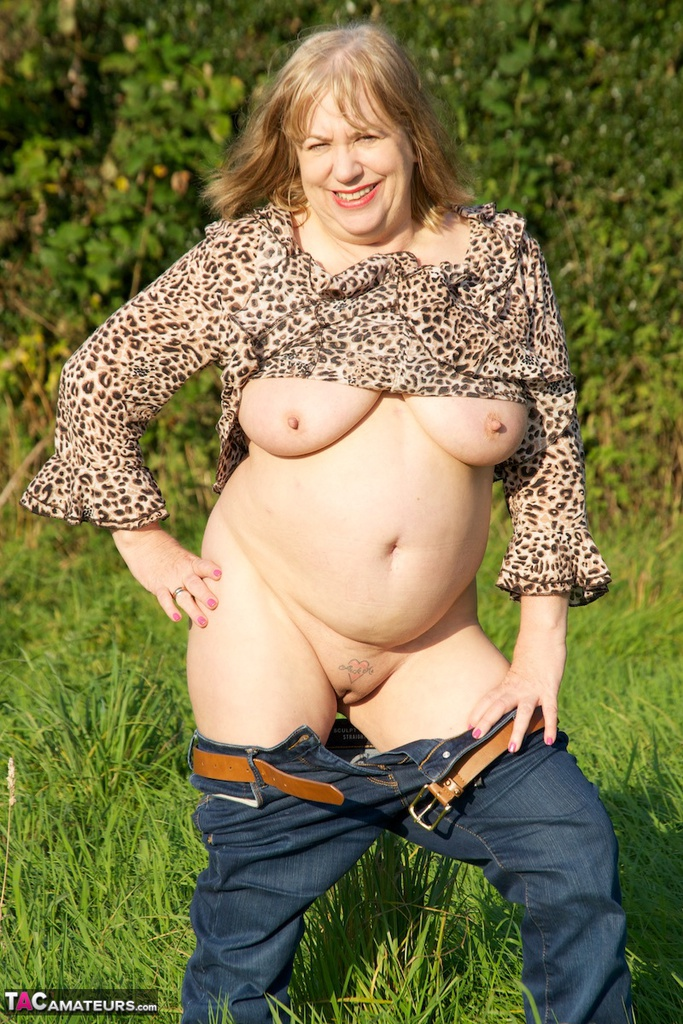 Bbw mature have fun with young cook 8