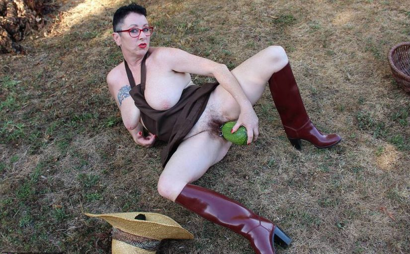 Granny exhibitionist fucks her wet hairy cunt with a cucumber in the garden